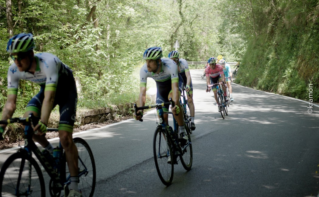 Michael Matthews (AUS/Orica-GreenEDGE), as the race overall leader in the maglia rosa, is escorted through the stage by his teammates