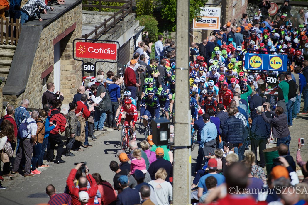 peloton up the infamous Mur de Huy (1300m/9.8%)