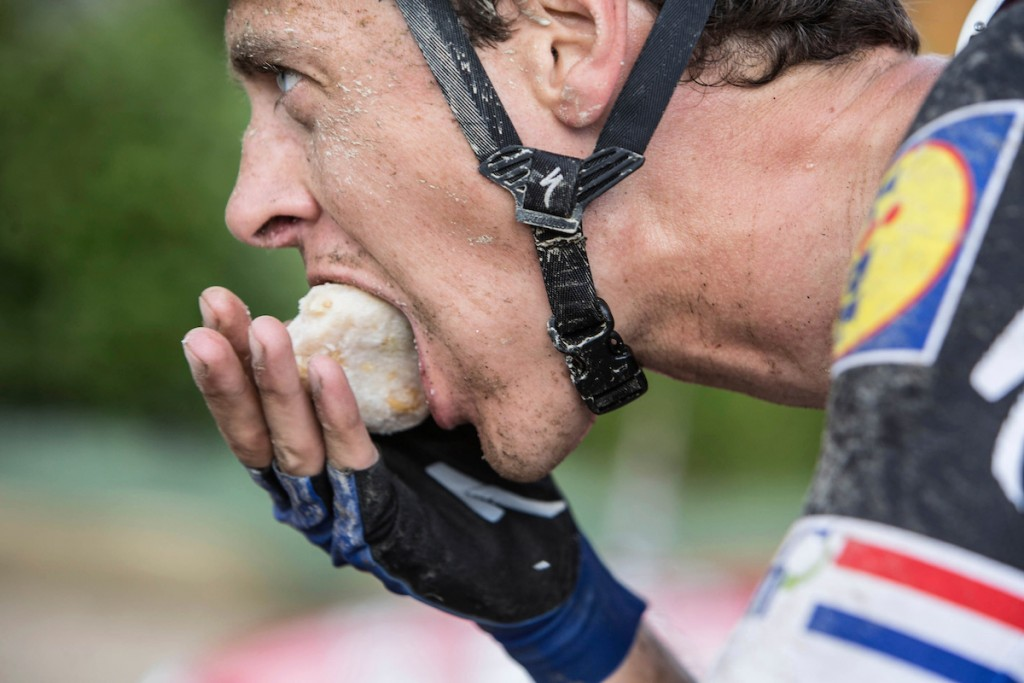 un-identified race food for Niki Terpstra (NLD/Etixx-QuickStep) 1st Dwars door het Hageland 2016 (pics by Léon Van Bon)